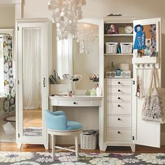 I adore this!! I love the tall jewelry box with vanity mirrors