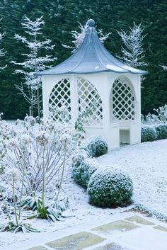Pavilion and box ball hedges give the garden winter form - Nicholsons Garden Design Winter Magic, Winter Snow, Winter Time, Winter Christmas, Garden Structures, Outdoor Structures, Pergola, Backyard Gazebo, Garden Gazebo