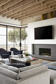 Stunning modern house with a two-story courtyard in Southern California - - Architect Eric Olsen designed this stunning modern house as his personal family home, located in Corona del Mar, California. Interior Design Minimalist, Modern Interior Design, Home Design, Minimalist Art, Interior Colors, Interior Plants, Interior Ideas, Interior Inspiration, Design Design