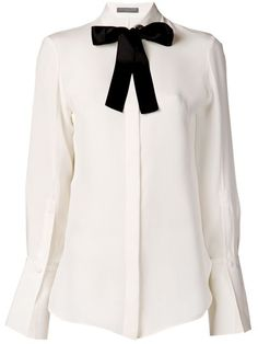 Shop Alexander McQueen pussy bow collar shirt in Gente Roma from the world's best independent boutiques at farfetch.com. Over 1000 designers from 300 boutiques in one website.