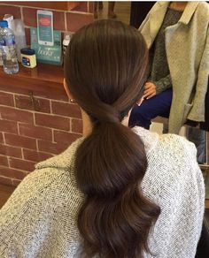 Most current Cost-Free curled Ponytail hairstyles Strategies Summer months are pretty much around and from now on it is time to organize drop year by using an in Formal Hairstyles, Ponytail Hairstyles, Summer Hairstyles, Pretty Hairstyles, Wedding Hairstyles, Hairstyles Videos, Bob Hair, Curly Hair Styles, Curled Ponytail