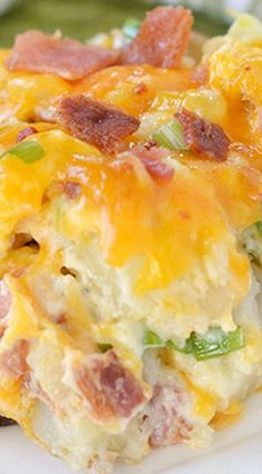 There's nothing more comforting than twice baked potatoes – unless you turn them into a casserole! This Twice Baked Potato Casserole has all your favorite flavors from a twice baked potato but in a deliciously fabulous casserole form – yum! Twice Baked Potatoes Casserole, Potatoe Casserole Recipes, Casserole Dishes, Crack Potatoes, Parmesan Potatoes, Breakfast Casserole, Mashed Potatoes, I Love Food, Good Food
