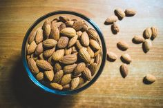 How to Get Rid of Bloating and Gas (The Complete Guide) Health Benefits Of Almonds, Almond Benefits, Nutritious Snacks, Healthy Fats, Healthy Eating, Soaked Almonds, Almond Nut, Prevent Diabetes, Foods To Avoid