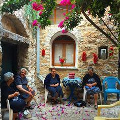 Chios, Italy News, Figure Photography, Naples Italy, European Destination, Tag Photo, Lake Como, Street Photo, Sardinia