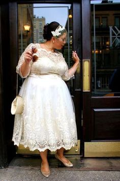 2017 Cheap Price Modern Short Wedding Dresses Tea Length Sheer Bateau Long Sleeves Plus Size Lace Wedding Gowns With Illusion Appliques Plus Size Brides, Plus Size Wedding Gowns, Tea Length Wedding Dress, Tea Length Dresses, Best Wedding Dresses, Dress Wedding, Trendy Wedding, Modcloth Wedding Dress, Wedding Band