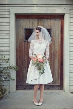 Vestido novia corto y velo