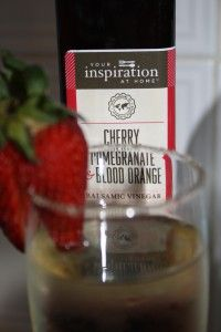 Here is a nice refreshing twist on an ordinary glass of wine :) Non Alcoholic Drinks, Fun Drinks, Beverages, Home Recipes, Cooking Recipes, Cocktail Recipes, Cocktails, Honey Chocolate, Recipe Link