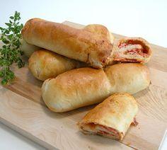 Pizzadogs Pizza Wraps, Pizza Sandwich, Toast Sandwich, Kids Meals, Easy Meals, Junk Food, Hot Dog Buns, Pepperoni, Tapas