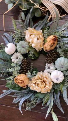 Farmhouse Fall Wreath, Farmhouse Christmas Decor, Farmhouse Decor, Diy Fall Wreath, Fall Wreaths, Wreaths For Front Door, Door Wreaths, Fall Home Decor, Flower Decorations