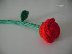 rosa amigurumi Mug Rug Patterns, Crochet Patterns, Digital Pattern, Crochet Flowers, Mtv, Free Pattern, Knit Crochet, Crochet Necklace, Eyeliner