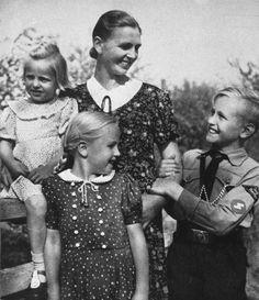 Nazi symbol family.jf