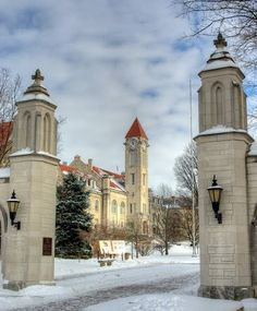 Sample Gates, Indiana University, Bloomington, IN engagement photo session? Indiana Love, Indiana Girl, Indiana State, Indiana Basketball, Iu Hoosiers, College Life Hacks, Indiana University, Travel Memories, Wonderful Places
