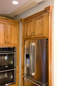 Caruso S Cabinets Crystal Catalina Rustic Cherry Signature Williamsburg Yellow With Van Brown Glaze