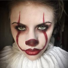 Are you looking for ideas for your Halloween make-up? Check out the post right here for creepy Halloween makeup looks. Scary Clown Makeup, Creepy Halloween Makeup, Halloween Eyes, Scary Clowns, Halloween Makeup Looks, Halloween 2017, Scary Clown Costume, It Costume, Halloween Photos