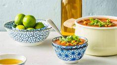 Wypróbuj łatwy przepisy na rozgrzewającą zupę harrirę o orientalnym smaku. Przepis Karola Okrasy na stronie Kuchni Lidla!