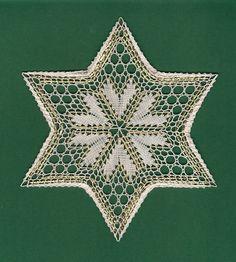 """VLÁČKOVÁ HVĚZDA """"SRDÍČKA MALÁ"""" - fotoalba ulivatelu - Dáma.cz Bobbin Lacemaking, Bobbin Lace Patterns, Lace Heart, Point Lace, Lace Jewelry, Needle Lace, Christmas Cross, Lace Knitting, String Art"""
