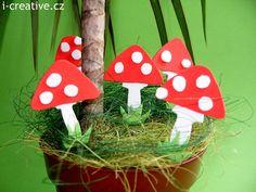 Toadstools - craft for kids. Muchomůrky z pěnové pryže - tvoření pro děti.