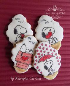 Valentine's Snoopy Cookies by Sweet Side of Cakes by Khamphet Snoopy Valentine, Valentines Day Cakes, Valentine Desserts, Valentine Cookies, Fancy Cookies, Iced Cookies, Sugar Cookies, Cupcakes, Cupcake Cookies