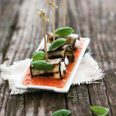 Involtini di melanzane grigliate con ricotta e zuppetta fredda di pomodoro e basilico. Healthy Food, Healthy Recipes, Ricotta, Feta, Food And Drink, Cheese, Health Foods, Healthy Nutrition, Healthy Food Recipes