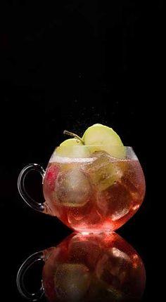 CAPTAIN PIE CRUNCH 1 oz Captain Morgan™ Original spiced rum 3 oz ginger ale 3 oz cranberry-apple juice