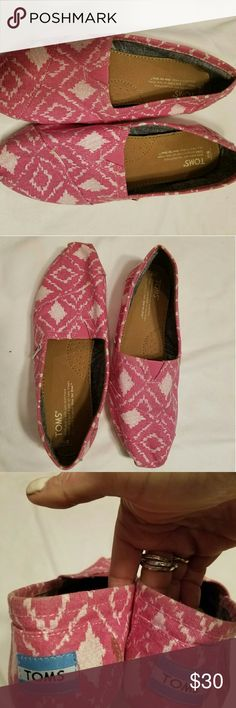 Toms tribal print in peachy pink Worn a couple of times. Like new! TOMS Shoes Flats & Loafers