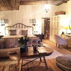 soho farmhouse england large bedroom made cozy Dream Bedroom, Home Bedroom, Bedroom Decor, Bedroom Ideas, Master Bedroom, Soho House, Style At Home, English Farmhouse, Modern Farmhouse