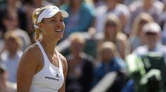 Jucătoarea de tenis Angelique Kerber, numărul 1 mondial, s-a calificat, sâmbăta, în optimile de finală la Wimbledon, al treilea turneu de Mare Șlem al Anului, învingând-o, în t…