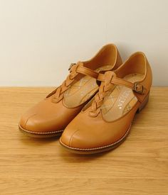 Leather T Strap Shoes (A · Light Brown)
