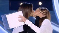 Siparietto delle showgirl nella puntata di ieri, con la complicità di Alfonso Signorini. La trovata acchiappa-ascolti a ben quattordici anni dal primo bacio pubblico fra donne di spettacolo