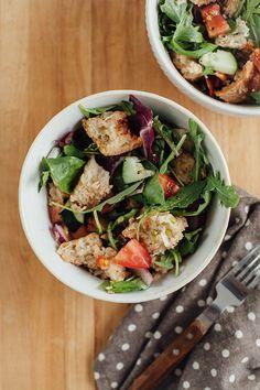 Summer Panzanella Salad Recipe   http://hellonatural.co/summer-panzanella-salad-recipe/