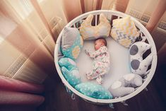 Round & Oval Cribs: Find the Most Stunning Round Crib – Nursery & Kid's Room Décor Ideas | My Sleepy Monkey Modern Crib, Modern Nursery Decor, Baby Boy Nurseries, Baby Cribs, Traditional Cribs, Round Cribs, Toddler Climbing, Wooden Cribs, Routine