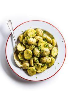 Salade de pommes de terre et vinaigrette crémeuse aux herbes