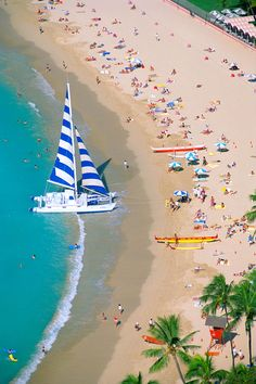 Hawaii, Oahu, Waikiki beach with sailboat, canoes in sand, view from above Kauai, Oahu Hawaii, Visit Hawaii, Beautiful Islands, Beautiful Beaches, Dream Vacations, Vacation Spots, Places To Travel, Places To See