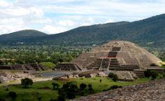 Pirámide de la Luna en Teotihuacán