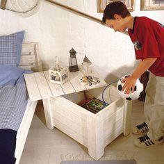 Nachttisch und Aufbewahrungskiste zugleich: Wir zeigen, wie man die Kiste fürs Kinderzimmer selbst baut.