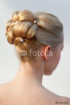 """Laden Sie das lizenzfreie Foto """"Blonde Brautfrisur hochgesteckt"""" von cohelia zum günstigen Preis auf Fotolia.com herunter. Stöbern Sie in unserer Bilddatenbank und finden Sie schnell das perfekte Stockfoto für Ihr Marketing-Projekt!"""