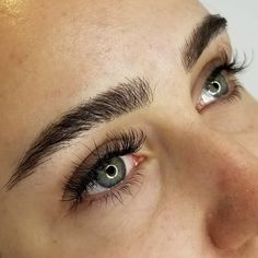 Studio Sashiko crease makeup liner makeup colors looks Straight Eyebrows, Dark Eyebrows, Full Eyebrows, Thick Brows, Natural Eyebrows, Perfect Eyebrows, Thick Eyebrow Shapes, Drawing Eyebrows, Arched Eyebrows