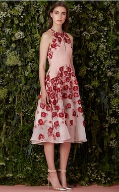 Known for her fresh, whimsical approach to modern elegance, for resort Lela Rose channels Ali MacGraw's all-American prep with clean, sports-inspired pieces. Imbued with feminine charm, this collection of ethereal evening gowns and separates—sleek blouses and wide-legged, cropped pants—pops with vibrant floral motifs in the form of beading, appliqué or embroidery.