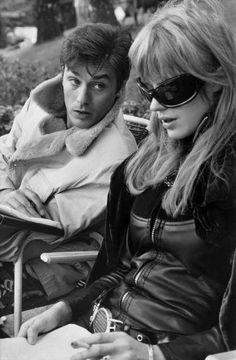 Alain Delon e Marianne Faithfull sul set di La motocyclette, 1968