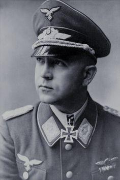 Major Karl-Heinrich Höfer (1911-1996), Kommandeur II./Kampfgeschwader 55, Ritterkreuz 03.09.1943, Eichenlaub (656) 18.11.1944