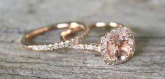 Os anéis de noivado estão disponíveis nas mais variadas cores, sendo que as mais populares são o ouro amarelo e ouro branco. Mas para aquelas noivas que ad