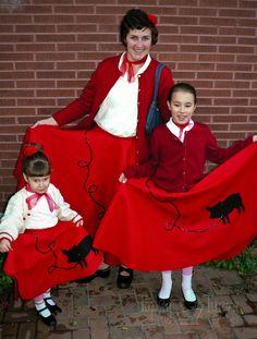 Im Topsy Turvy: Poodle-skirt tutorial, costumes Nerd Costumes, 50s Costume, Vampire Costumes, Hippie Costume, Easy Costumes, Adult Costumes, Halloween Costumes, Costume Ideas, Halloween Ideas
