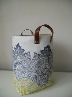 Limited Availability: Large hand printed heavy weight linen storage Hamper in Baron with leather handles sur Etsy, 73,13 €