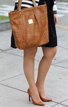 Divina Ejecutiva: Mis Looks - El saco a rayas! #divinaejecutiva #officeattire #workingstyle #workinglook #ootd #workinggirl #blackskirt #annklein #mng #zara #stripes #marlopez