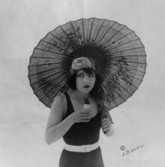 Betty Compson eating Eskimo Pie, December 26th, 1922