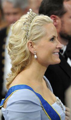 crown princess mette marit. Pearl and diamond earrings.