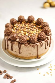 This No Bake Ferrero Rocher Cheesecake is SO easy and delicious. Made with melted chocolate and cream cheese on a biscuit base. This recipe is your must make dessert. (Includes video to show you how!) An ideal pudding for Christmas lunch, a party, a birth Hot Fudge Cake, Hot Chocolate Fudge, Melting Chocolate, Chocolate Recipes, Trifle Desserts, Party Desserts, Delicious Desserts, Dessert Recipes, Cheesecake Ferrero Rocher