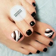 Over 50 Incredible Toe Nail Designs for Your Perfect Feet Toe Nail Art Pretty Toe Nails, Cute Toe Nails, Fancy Nails, Diy Nails, Trendy Nails, Black Toe Nails, Black White Nails, White Toes, Stiletto Nails