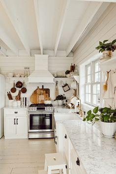 Cozy Kitchen Inspiration by Liz Mare. Check out the what is needed for the perfect cozy kitchen this season.     #KitchenDesign #Kitchen #KitchenDecor #KitchenLighting #HomeDecor #CozyKitchen #CozyWinterKitchen #MarbleCounter #Marble #Smeg #RetroFridge #FarmhouseKitchen