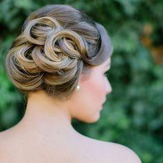 E esse coque moderno, sim ou não? #noiva #penteado #hairstyle #cabelo #coque #penteadodenoiva #bridalhair